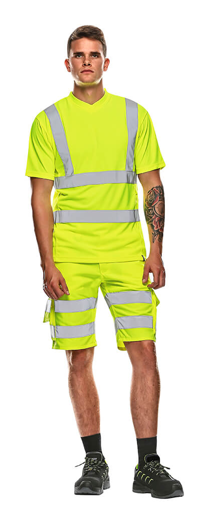 MASCOT® SAFE CLASSIC Shorts & T-Shirt - Model - Hi-Vis Gelb